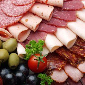 Мясные деликатесы повышают давление