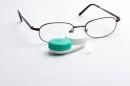 Очки или контактные линзы – что лучше использовать?