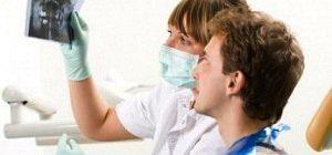 Анализ осложнений и противопоказаний к имплантации зубов врачем