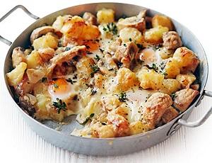 Картофель с овощами и грибами